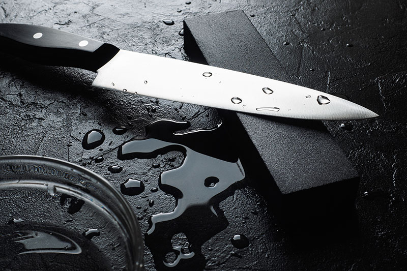 afiando facas